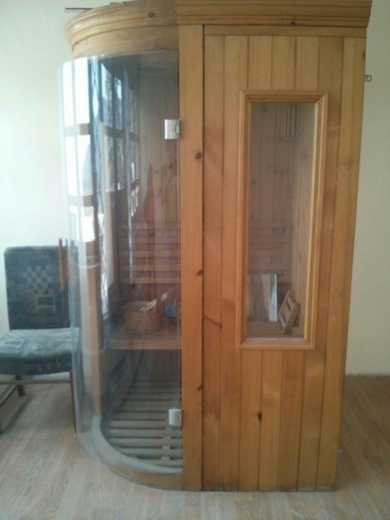 Hotellista löytyi myös sauna. Mitenköhän se on saatu huipulle? Ei taida lämmetä hotellin käyttämällä aurinkosähköllä.